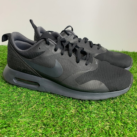 NIB MEN'S NIKE Air Max Tavas Shoes 705149 009 *Black & White